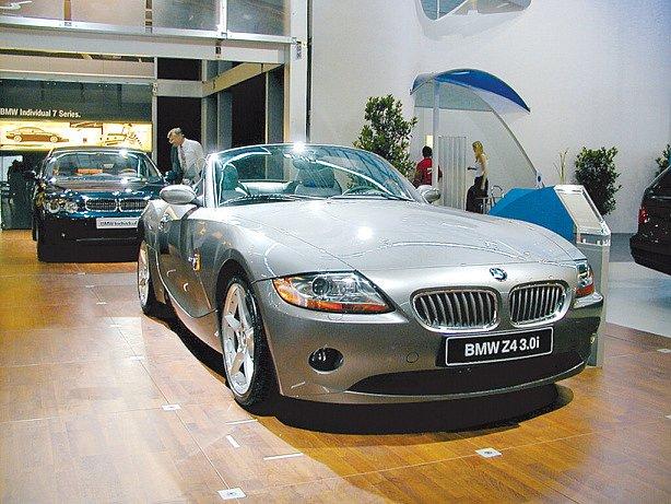 Luxusní vozítko na výstavě