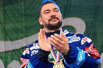 Bývalý obránce brněnské Komety Jozef Kováčik při oslavách mistrovského titulu.