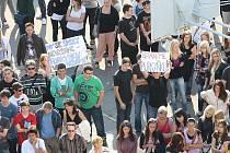 Protest žáků a učitelů Střední školy informačních technologií a sociálních služeb v Purkyňově ulici v Brně.