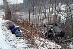 Vozidlo skončilo na střeše mimo silnici u obce Žďár na Blanensku. V autě cestovalo pět lidí, jeden se zranil. Na místo byla povolána speciální vyprošťovací technika ze stanice Lidická.