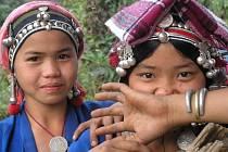 ZAJATCI BÍLÉHO BOHA. Festival zahájí dokument Tomáše Ryšky a Steva Lichtaga o domorodém laoském kmeni Akha.