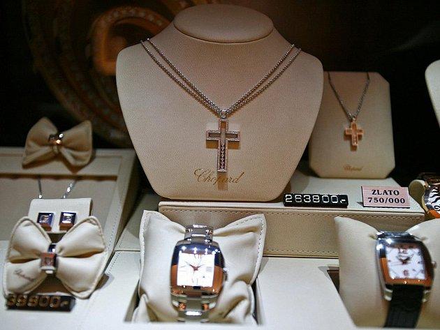 Luxusní hodinky ve zlatnictví Oriosa na náměstí Svobody v Brně.