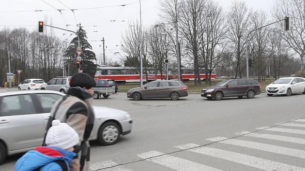Snah o vyřešení zoufalé dopravní situace v místě už bylo několik. Ani jedna nebyla úspěšná. Příští rok chce magistrát zadat další studii, která má ukázat možné řešení dlouholetého problému s dopravou.