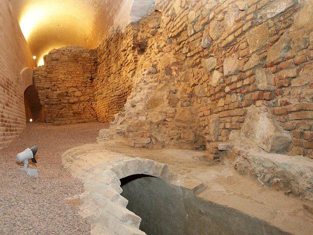 Unikátní pohled pod hradby Špilberku