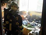 V Pohořelicích hořel jeden z bytů na náměstí Svobody. Dva lidé se nadýchali kouře, jeden z nich skončil s popáleninami.