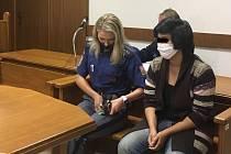 Obžalovaná u soudu.