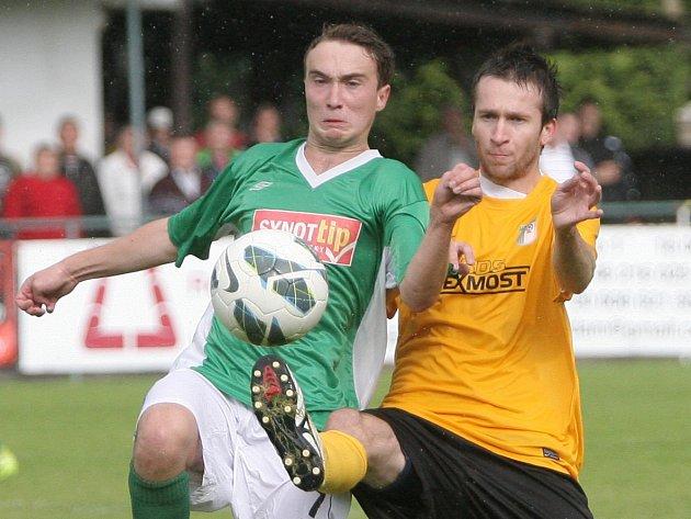 Fotbalista Jan Urban (vpravo) z Bystrce.