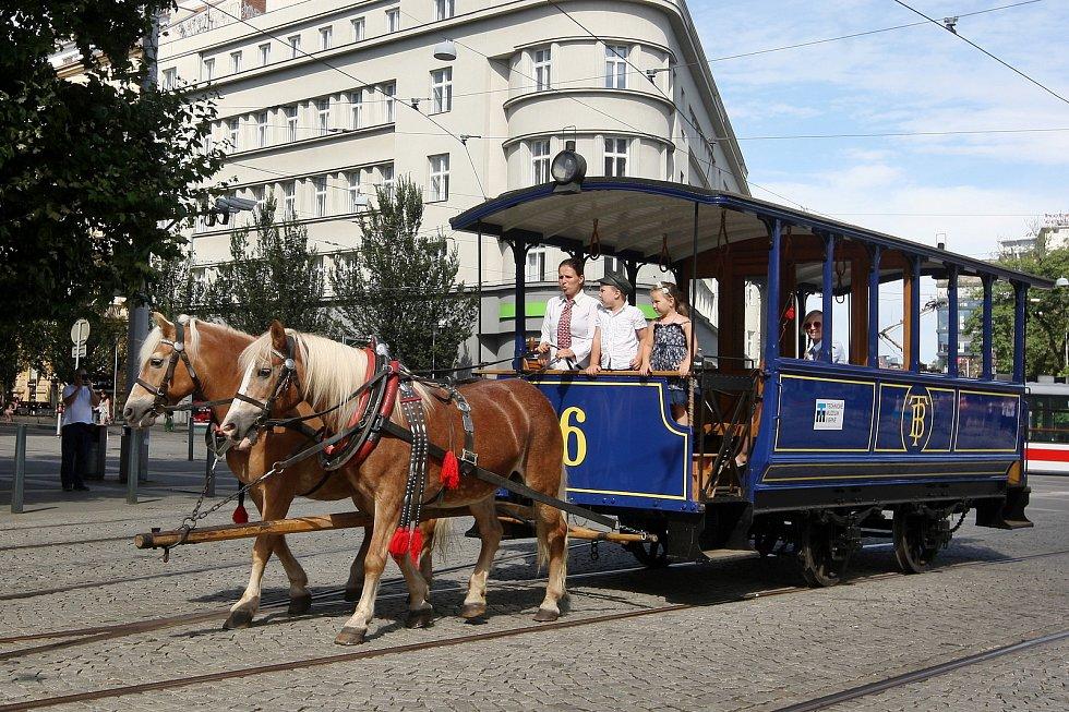 Jízdy historických vozů v rámci festivalu Ignis Brunensis.