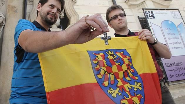 Tři tisíce kilometrů na kole. Právě tolik se chystá Pavel Voříšek (vlevo) ujet cestou, která vedla Slovany k jejich vlastnímu písmu.