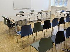 Na právnické fakultě představila děkanka Markéta Selucká nové učebny pro studenty.