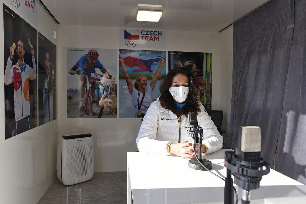 Bývalá atletka Šárka Kašpárková navštívila loni v listopadu provizorní nemocnice na BVV.