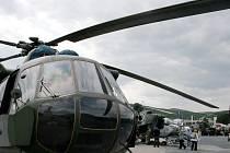 Desátý mezinárodní veletrh obranné a bezpečnostní techniky IDET.