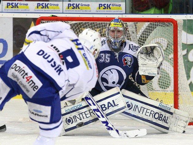 Přeházeli sestavu, vrátili do ní hráče z marodky. A slavili úspěch. Trenéři hokejové Komety Brno po dvou porážkách se Spartou a Pardubicemi z konce loňského roku oživili svůj tým a dovedli ho k vítězství nad Plzní.