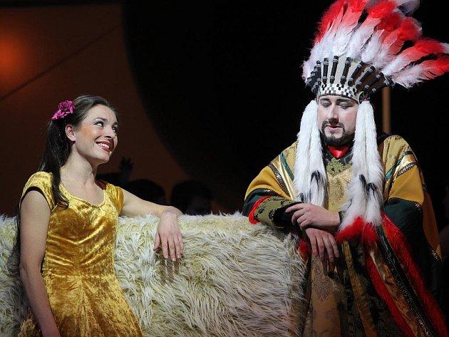 Národní divadlo Brno a jeho novinka - jedno z nejlepších děl Jacquese Offenbacha opereta Perikola (na snímku Jan Šťáva a Veronika Hajnová Fialová).