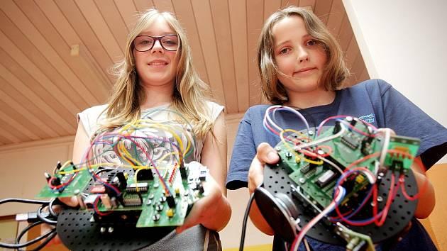 Ve středu děti soutěžily v Základní škole Novolíšeňská v Brně, kdo naprogramuje toho nejlepšího robota.