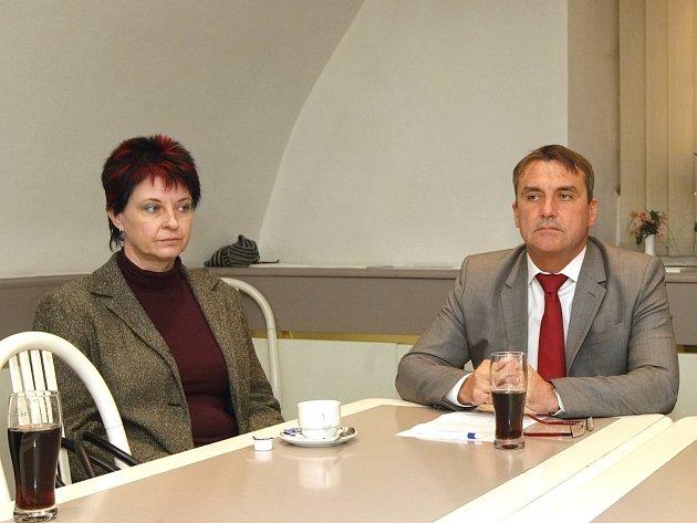 V Hodoníně svrhli starostku, v Brně odvolávají radního. ANO ztrácí kontrolu.