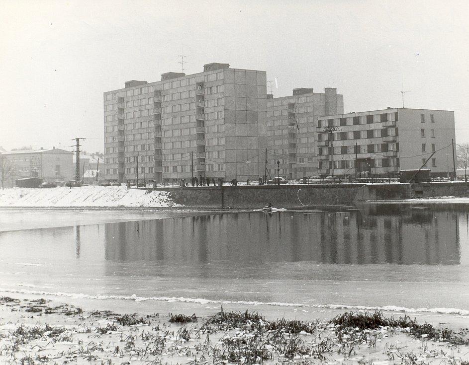 Břeclav. Sídliště Československo-sovětského přátelství (nyní sídliště U splavu) – leden 1980.