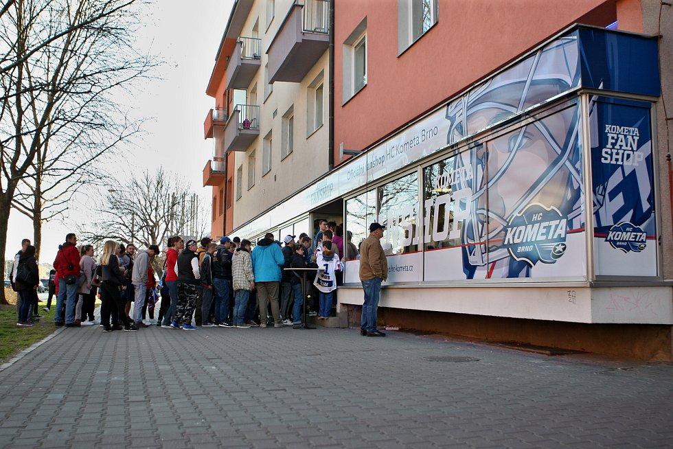 Na Nových sadech v Brně otevřeli obchod pro fanoušky Komety.