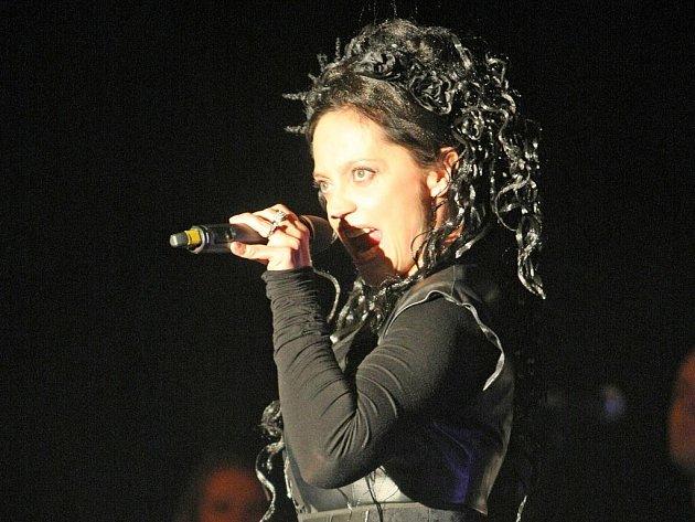 Nejoblíbenější česká zpěvačka Lucie Bílá vystoupila v úterý večer v brněnském Boby centru, aby s diváky oslavila své 45. narozeniny.