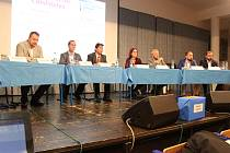 Kandidáti v komunálních volbách do brněnského zastupitelstva debatovali s žáky a studenty v angličtině.