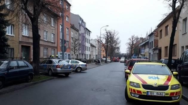 V bytě v Šámalově ulici našli podezřelé chemikálie. Policisté evakuovali 25 lidí