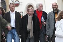 Václav Havel při návštěvě brněnského Divadla Husa na provázku.