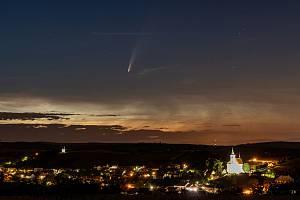 Kometa Neowise. Ilustrační foto