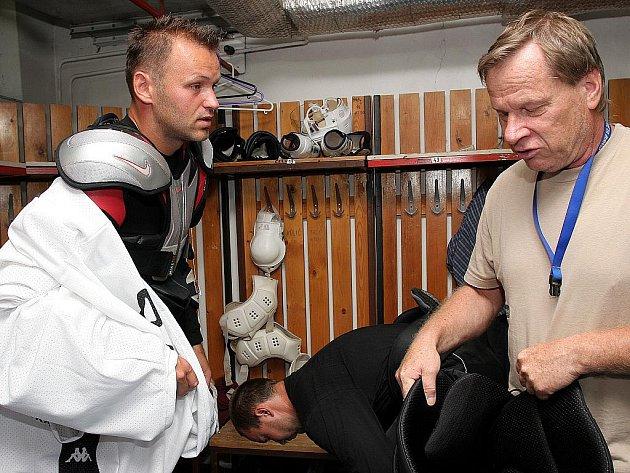 Hokejový útočník Roman Meluzín (vlevo) a Ota Železný.