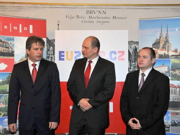 Brněnský primátor Roman Onderka, jihomoravský hejtman Michal Hašek a ministr zemědělství Petr Gandalovič.