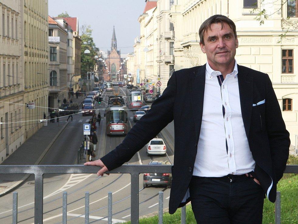 """Na Brno nedá Vokřál dopustit. """"Několikrát jsem odmítl stěhování do Prahy a Vídně. Když se tady potřebujete někam dostat, je to všude blízko. A v ulicích potkávám spoustu známých,"""" pochvaluje si."""