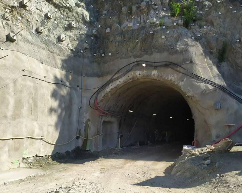 Jak probíhala stavba tramvajového tunelu v Žabovřeské.