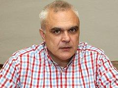 Jeho kritici tvrdí, že jako bývalý stavař nemá s kulturou nic společného a může za její devastaci. Předseda kulturní komise Brna Stanislav Michalík kritiku odmítá.