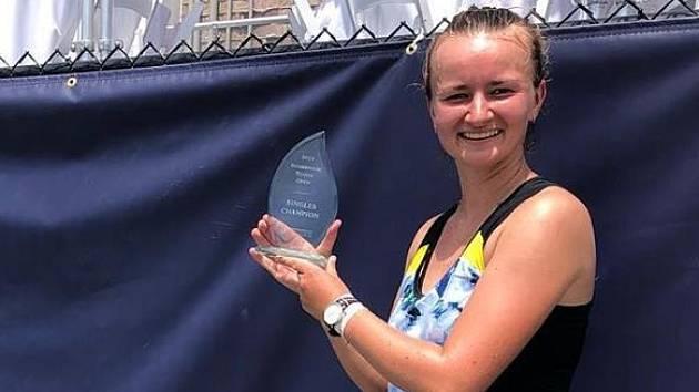 Tenistka Barbora Krejčíková slaví nejcennější singlový triumf kariéry.