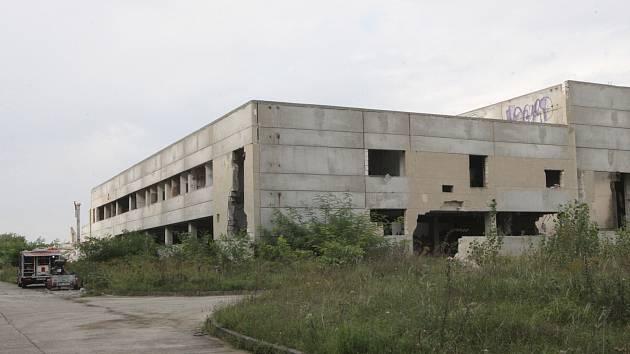 Pohled na bývalou továrnu Ergon pod Hády, kde v budoucnu vyroste nová čtvrť.