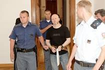 Roman Dolíhal u soudu při projednávání loupeže 77 milionů z roku 2006.