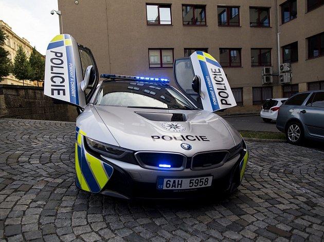 Nové policejní BMW i8, které má zapůjčené jihomoravská dopravní policie.