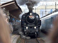 Projet se parní lokomotivou a prohlédnout si přitom pět brněnských nádraží mohli v sobotu lidé díky adventnímu parnímu vlaku, který na okružní jízdu vypravili zástupci Českých drah.