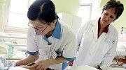 Studentka střední zdravotnické školy. Ilustrační foto.