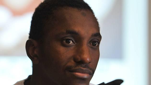 Fotbalista Zbrojovky Mohamed Traoré podstoupil operaci, která mu zprůchodnila ucpanou tepnu. V pátek dopoledne jej lékaři propustili z nemocnice a guinejský záložník byl převezen do Brna do domácího léčení.