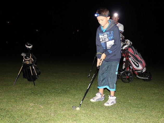 V Těšeticích se konal netradiční golfový turnaj. Hrálo se v noci.