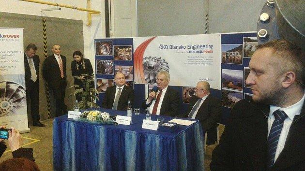 Debata prezidenta Miloše Zemana se zaměstnanci firmy ČKD Blansko Engineering vHorní Lhotě na Blanensku.