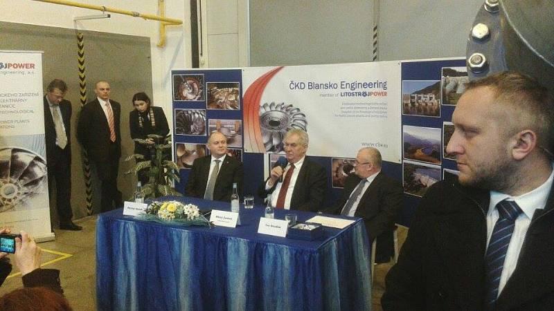 Debata prezidenta Miloše Zemana se zaměstnanci firmy ČKD Blansko Engineering v Horní Lhotě na Blanensku.