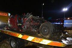 Při tragické nehodě u Pohořelic zemřel jeden člověk, dalších pět se zranilo.