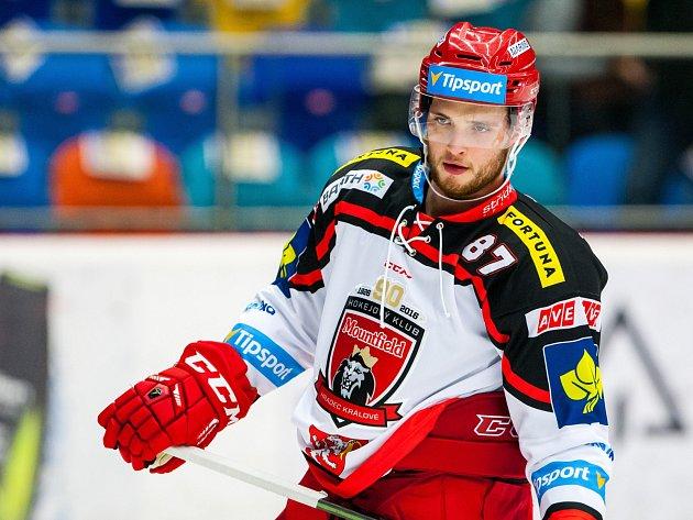 Hokejista Antonín Honejsek v dresu Hradce Králové.