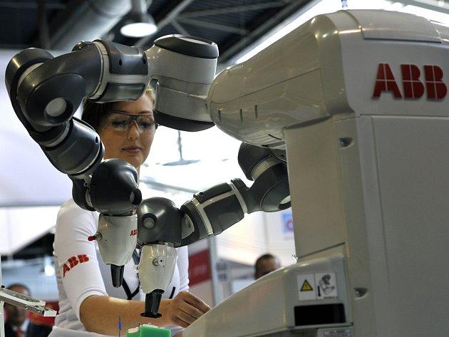 Společnost ABB Česká republika, která podniká v energetice a automatizaci, představila 14. září v Brně na Mezinárodním strojírenském veletrhu robota YuMi.