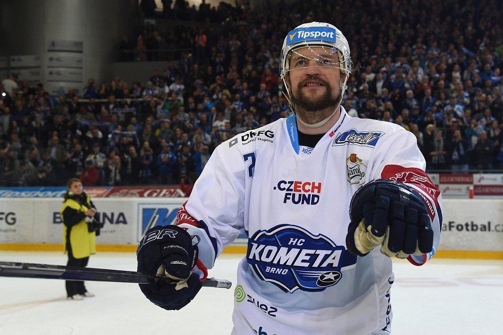 Oslavy po vítězné sérii s Hradcem Králové - Tomáš Malec.
