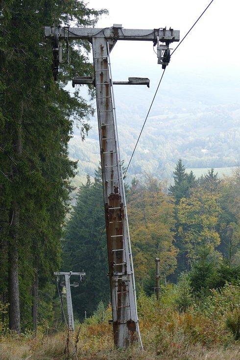 Jeden zprvních kotvových vleků od firmy Metasport Ostrava soznačením BLV-2 byl postaven vroce 1983 na Mikulčině vrchu. V roce 2018 došlo vlivem silného větru k popadání stromů na vlek, který byl výrazně poškozen. V té době byl už několik let mimo provo
