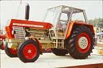 Dobové fotografie traktoru Crystal.