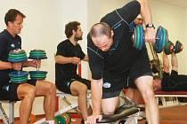 """Hokejisté Komety si """"užívají"""" trénink pod vedením kanadského specialisty na fyzičku Normanda Lacombeho."""
