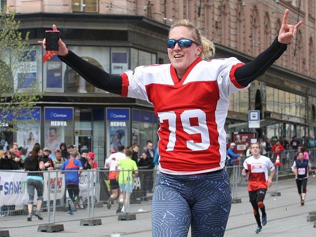 Brněnský půlmaraton a Brněnskou desítku běželo v sobotu v Brně 2260 běžců.